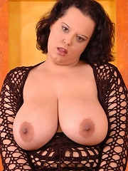 Pair of big titted BBWs finger each others snatches!