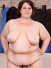 Overweight mature babe shows her enormous boobs