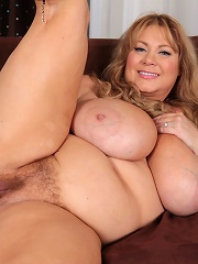 These updates never get tiring! The sexy Samantha38g cant get enough of the way she gets u horny! She rubs her sexy BBW body and p