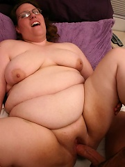 Bookworm fatty pumping her pussy full of cock